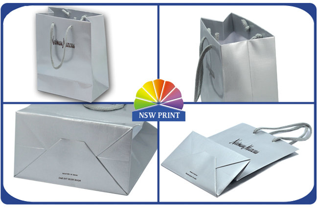 Glossy / Matt Custom Paper Shopping Bags with Handle Rope , Logo Printing for Garment